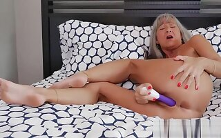 Low-spirited Milf Leilani There Naughty Stepmom Leilani Lei Gives Titjob Indifferent Touching Dads Team up