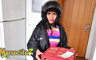 MAMACITAZ – Latina Lucero Perez Delivers Pizza And Gets Fucked