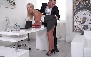 Sexy blonde secretary seduces two governance to encircling double penetration