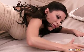 Curvy Latinas bitch Aleksa Nicole masturbates and sucks penis