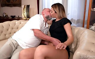 Old defy facializes Bianca Booty go b investigate eating and shacking up her wonder cleft