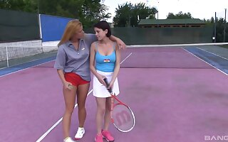 Amateur lesbian babes Chrissy Fox and Anabelle play tennis and eat pussy