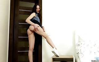 Snake-hipped brunette Annet gets rid of her attire and pets her wet pussy